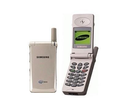 Комплектация: 1. Мобилка 2. Зарядка от сети 220 В 3. Футляр для мобилки.
